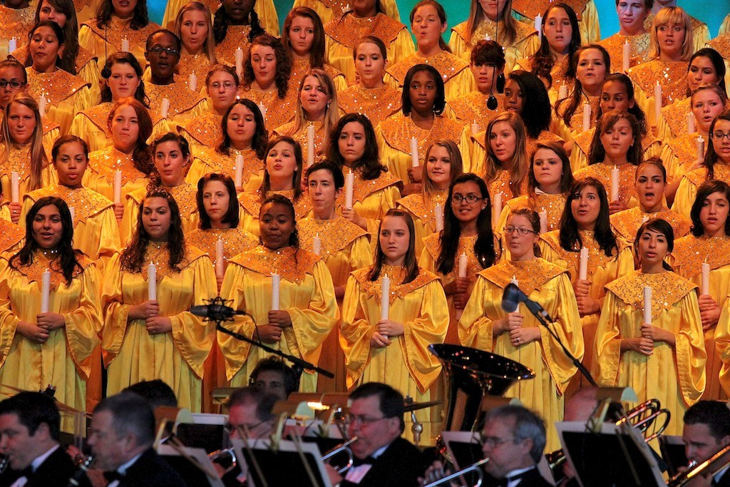 John O'Hurley narrating Candlelight Processional 2010
