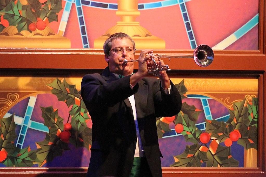 John O'Hurley narrating Candlelight Processional 2010