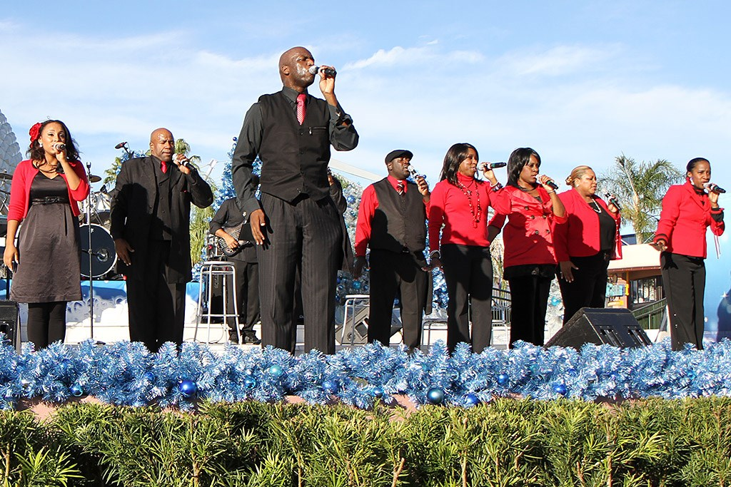 D'Vine Voices opening day performance