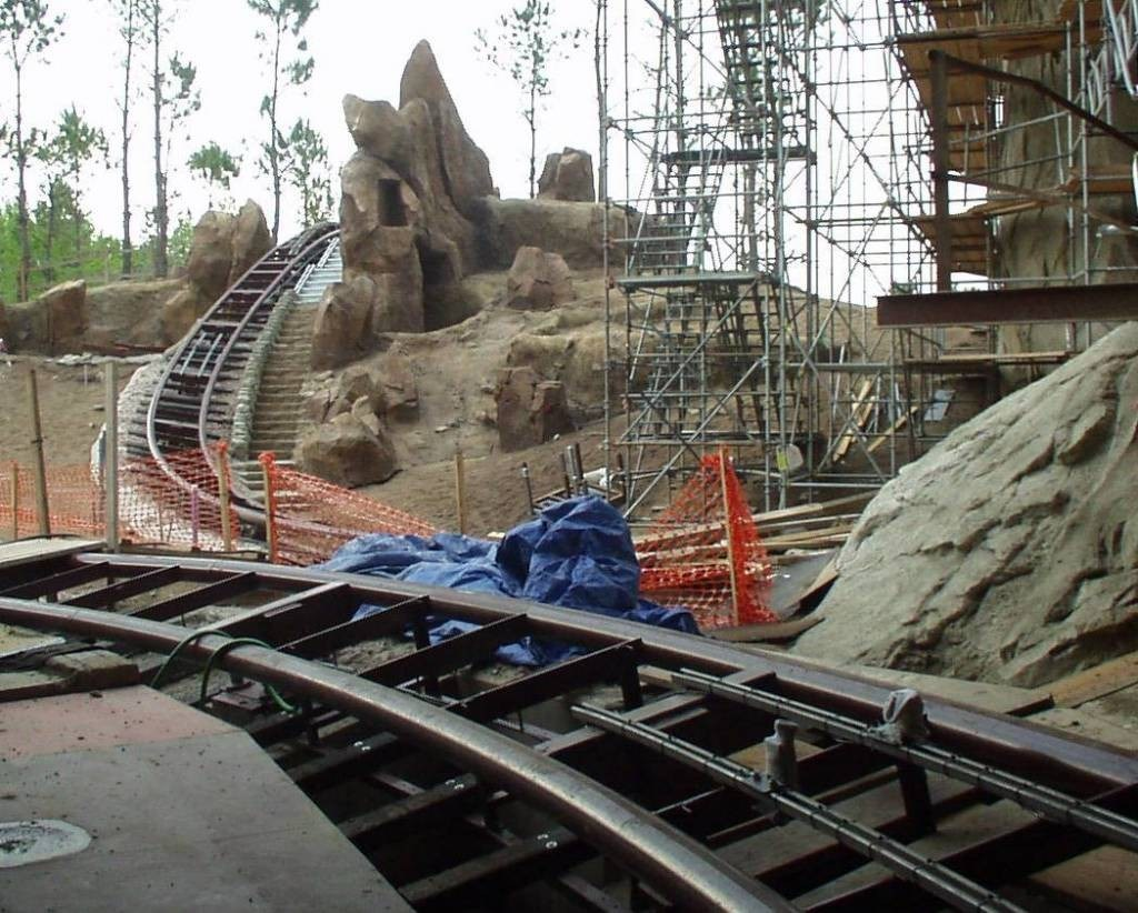 Expedition Everest construction - interior