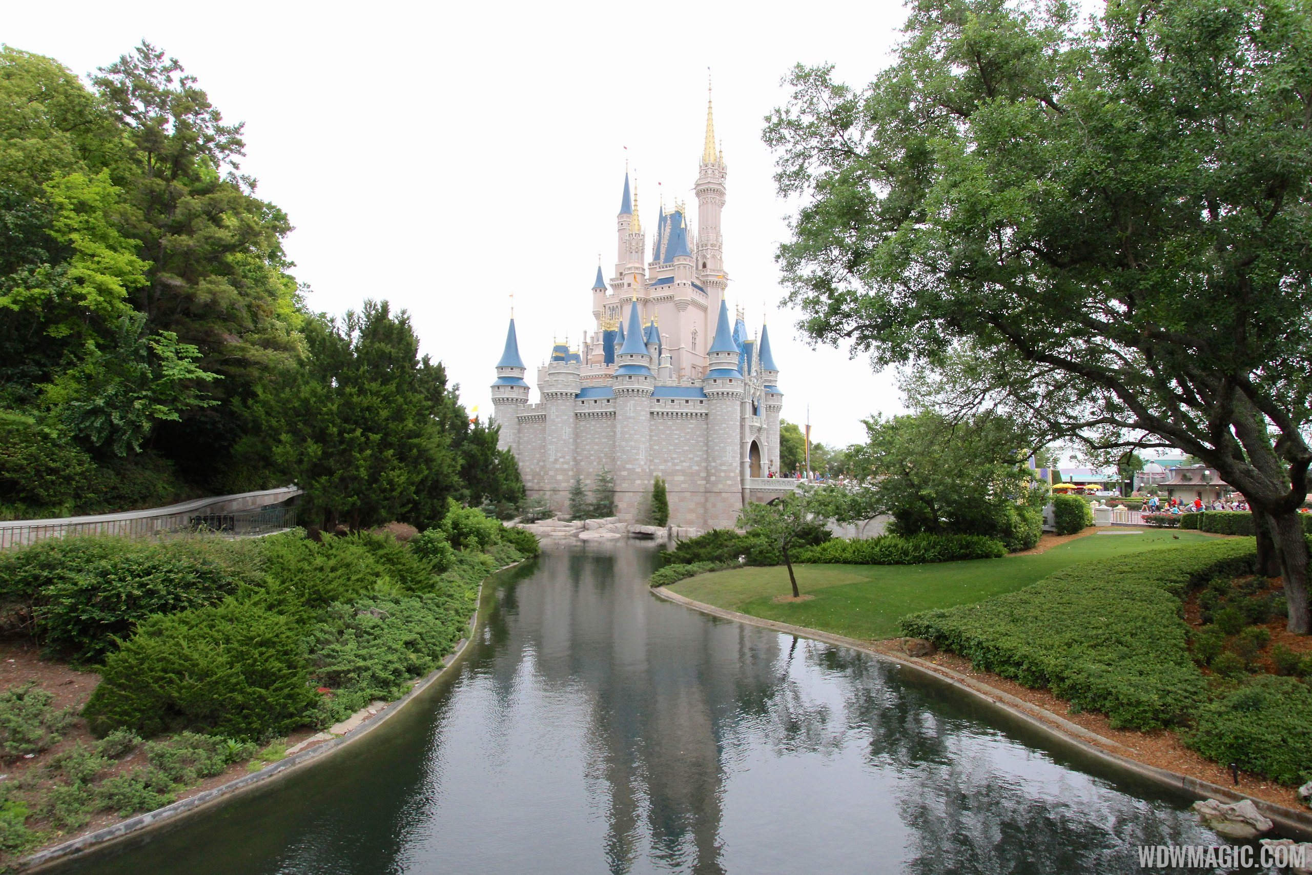 Photos Water Returns To The Magic Kingdom 39 S Waterways And Castle Moat