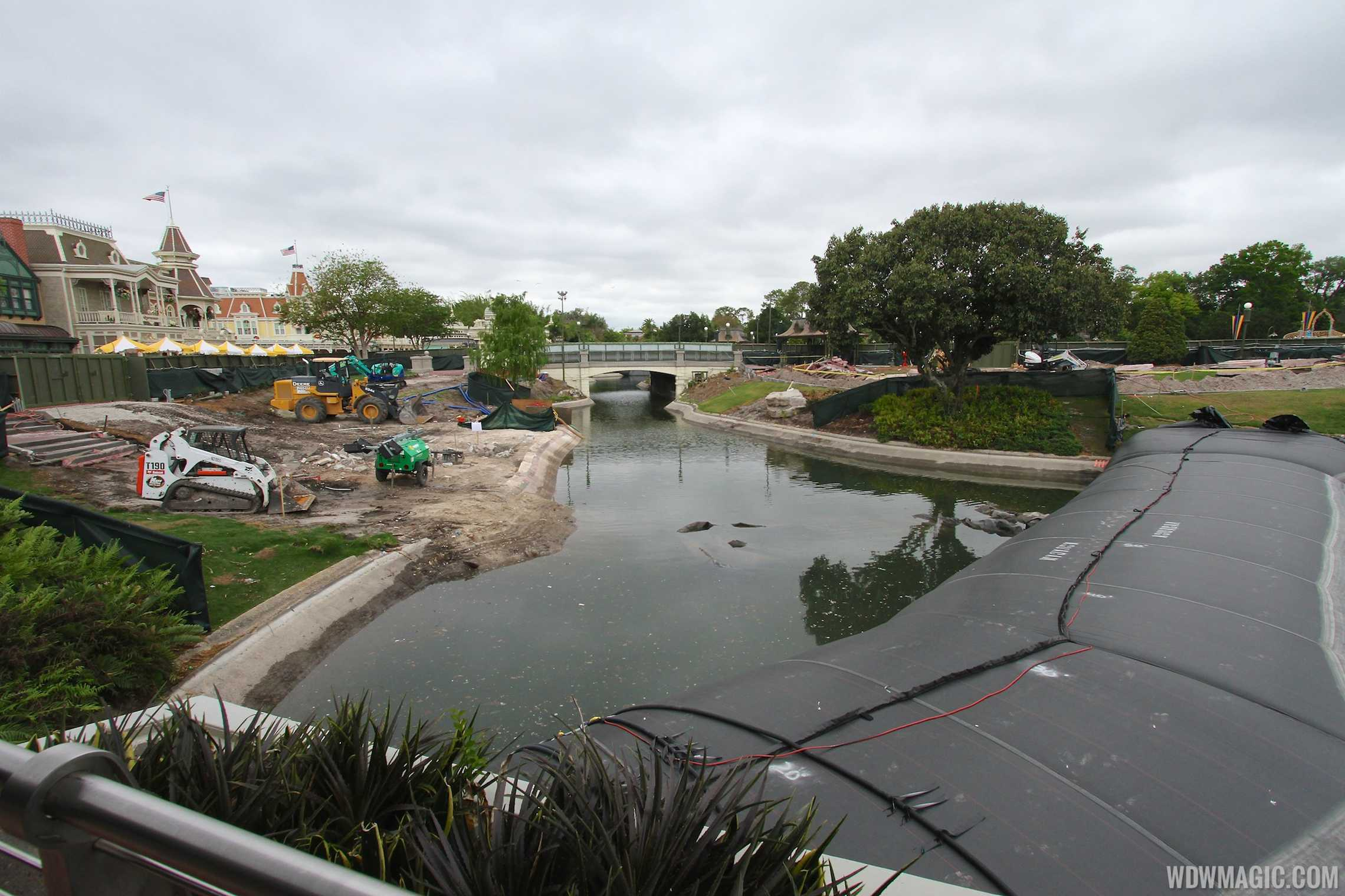Dams installed on the Magic Kingdom's waterways
