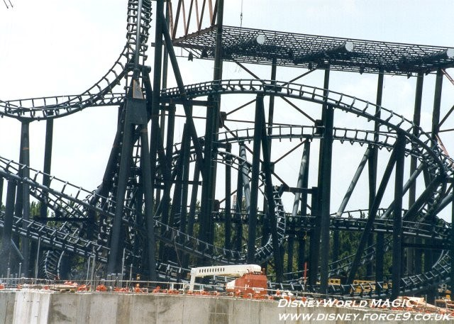 Rock n Roller Coaster construction photos
