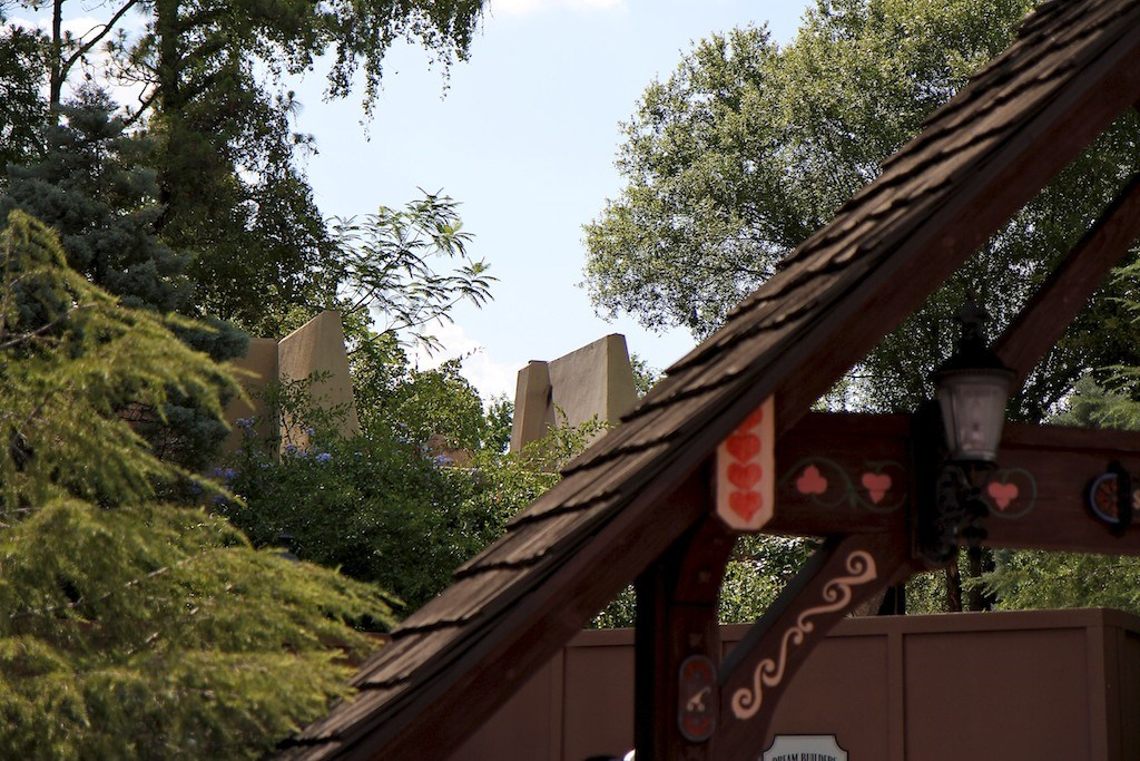 Fantasyland Skyway Station demolition