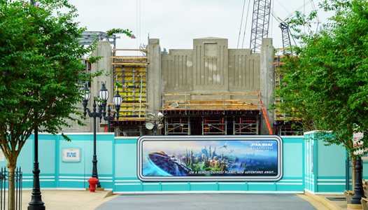 PHOTOS - More walls around the entrance area to Star Wars Galaxy's Edge