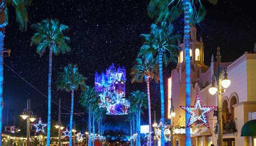 VIDEO - Sunset Seasons Greetings debuts at Disney's Hollywood Studios