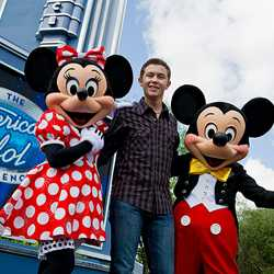 Scotty McCreery visits The American Idol Experience