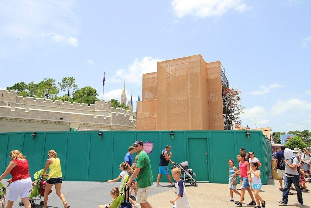 Queue area construction