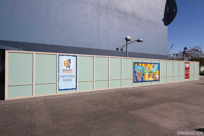 Wetzel's Pretzels and Haagen Dazs kiosks construction