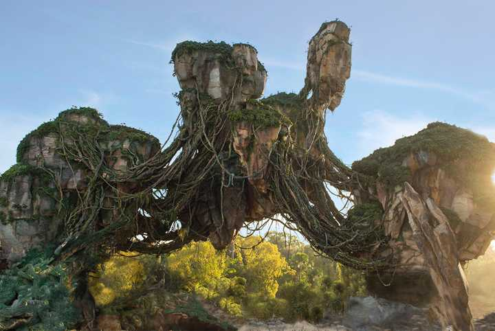 VIDEO - James Cameron gives a sneak peek at Pandora - The World of Avatar
