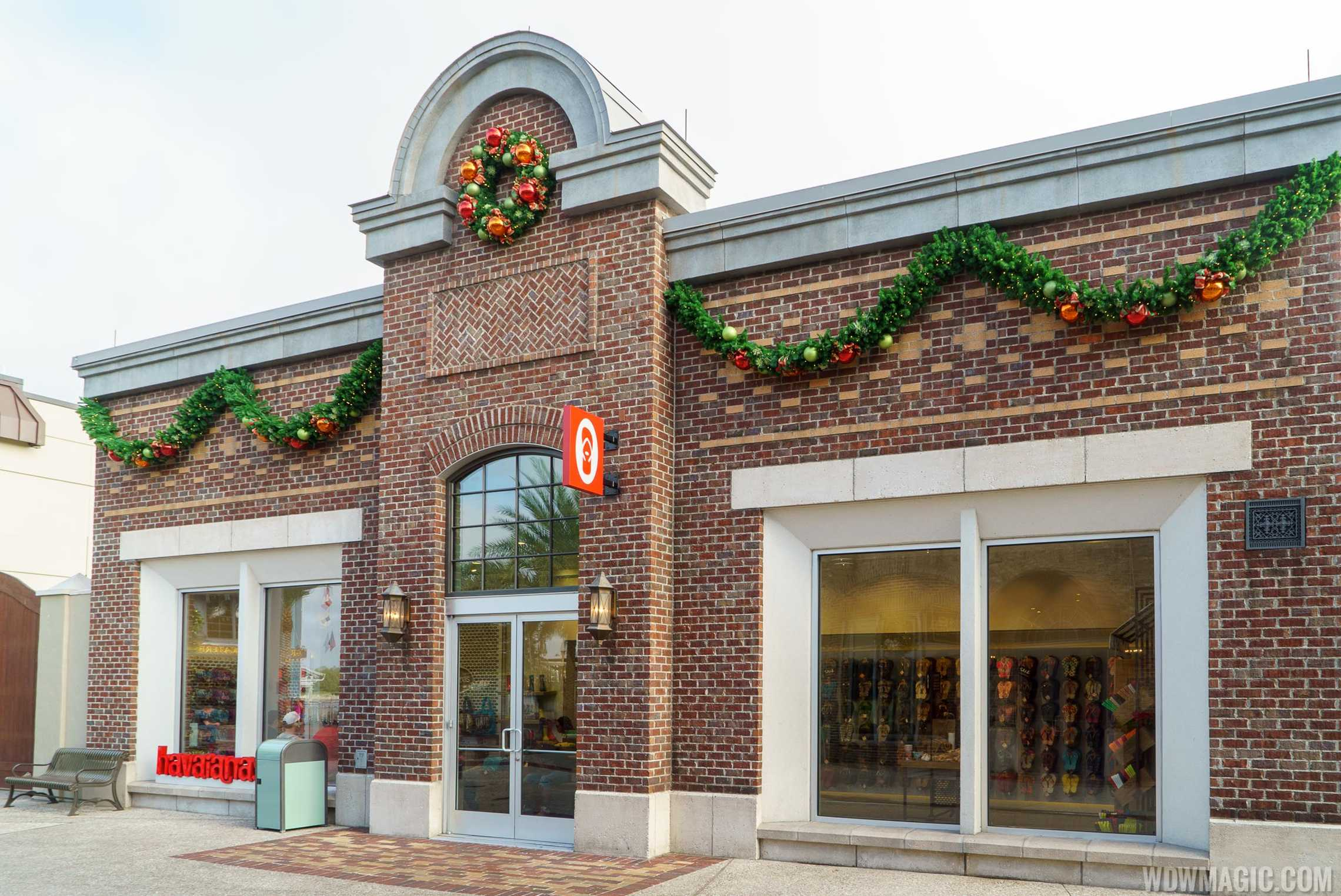 Disney Springs holiday decor 2015