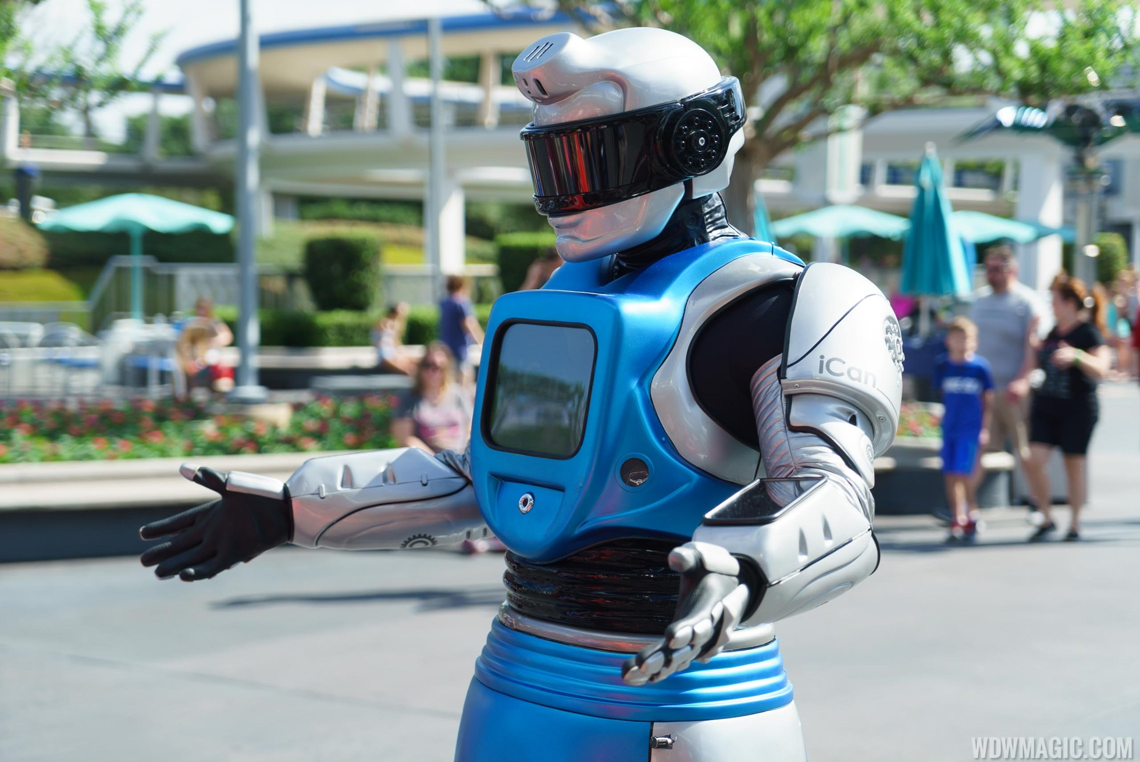 VIDEO - New interactive iCan Robot experience in the Magic Kingdom's Tomorrowland