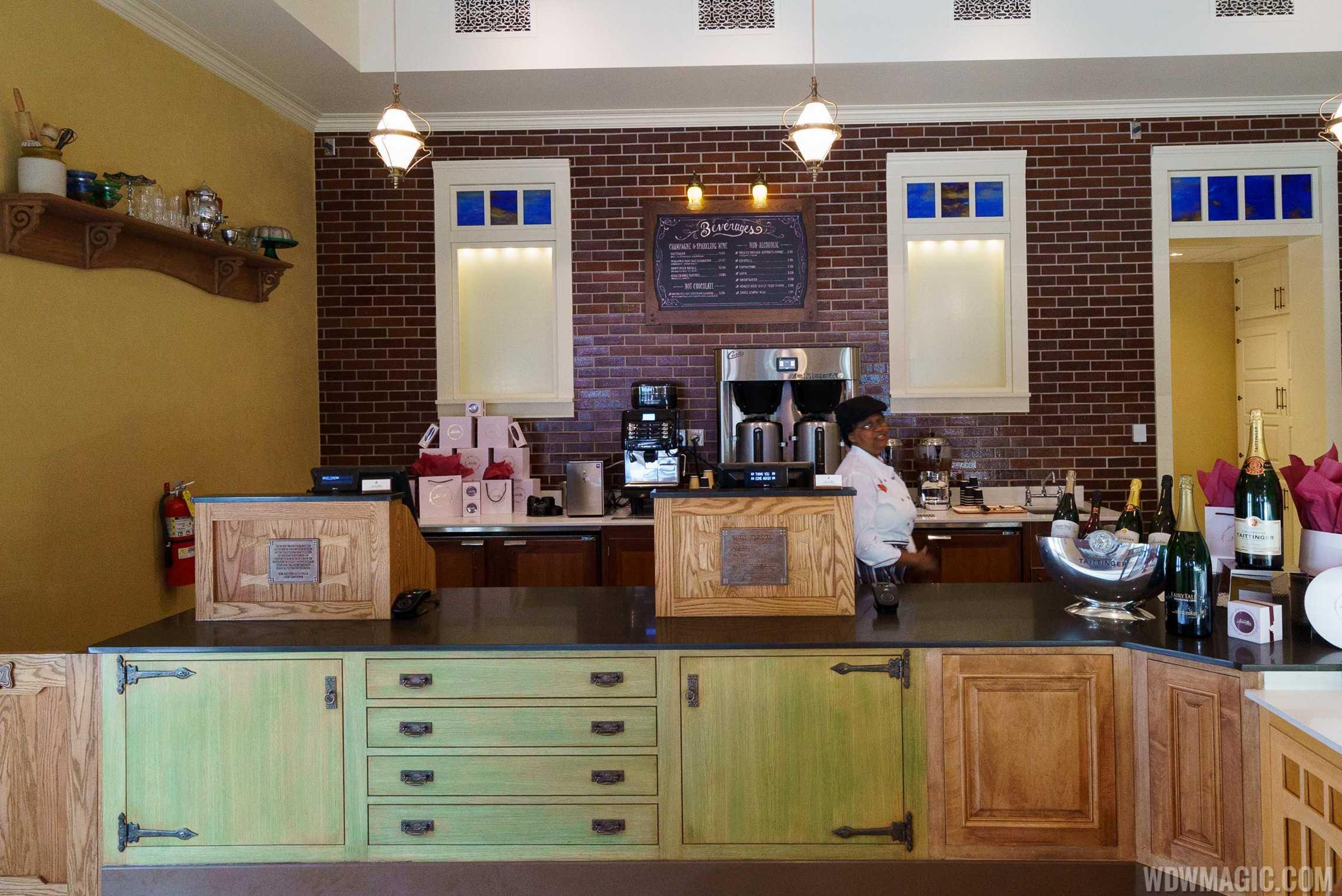 Amorette's Patisserie - Register and beverages