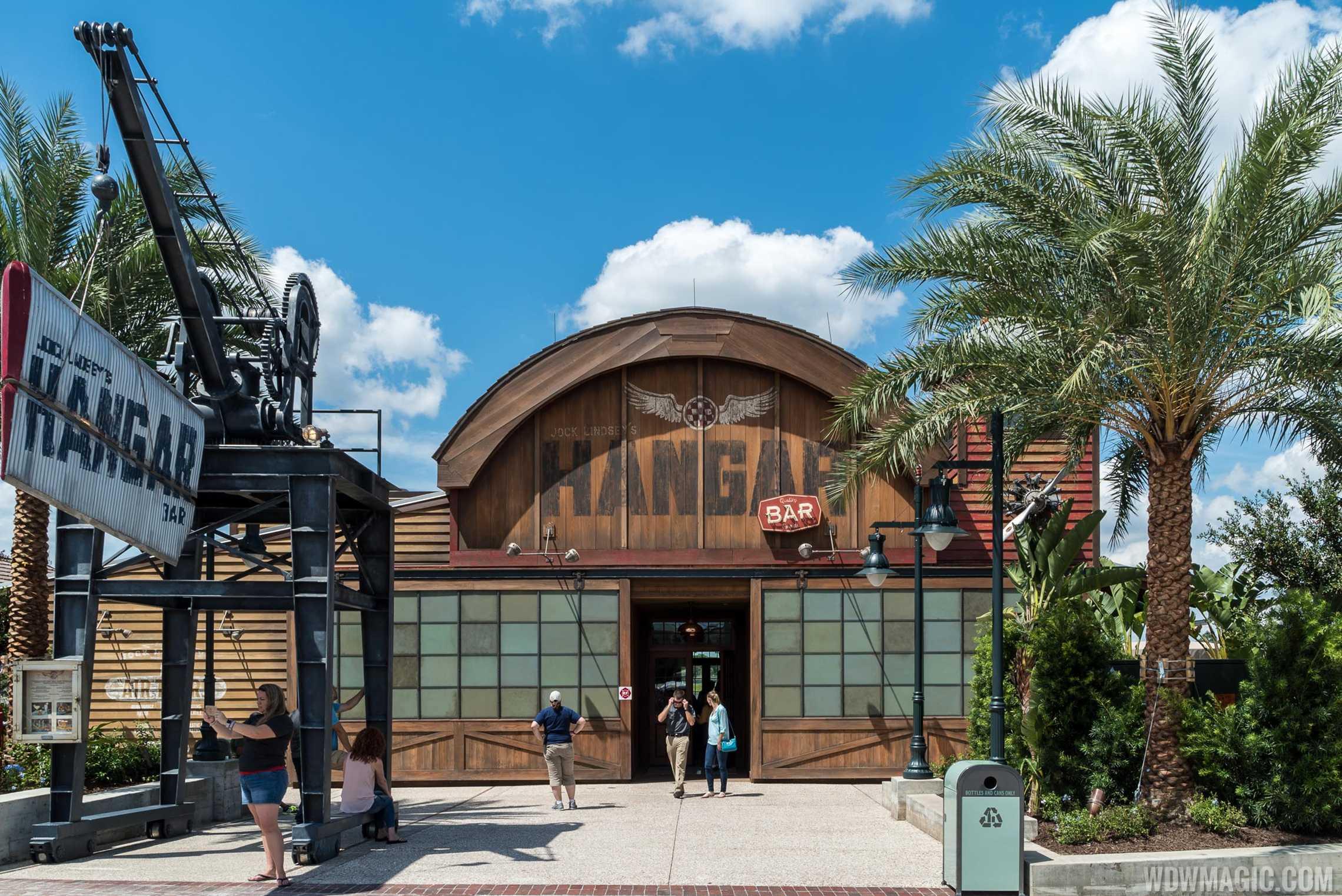 Jock Lindsey's Hangar Bar - Main entrance