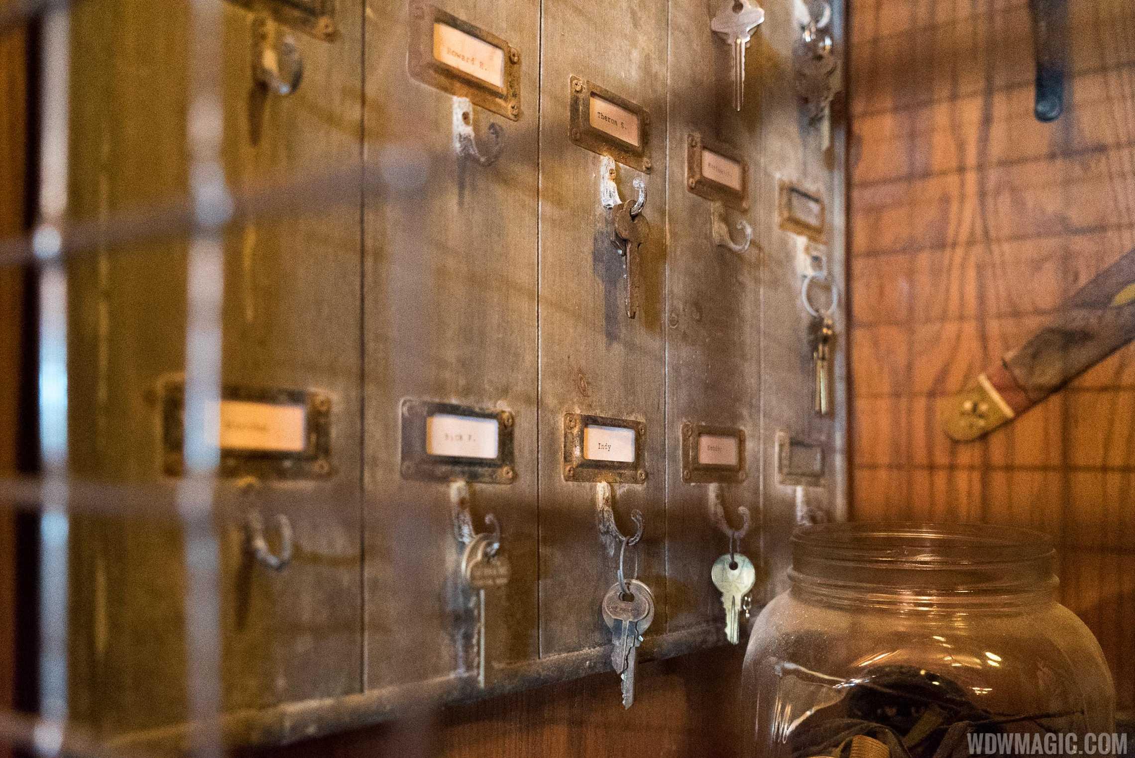 Jock Lindsey's Hangar Bar - Artifacts