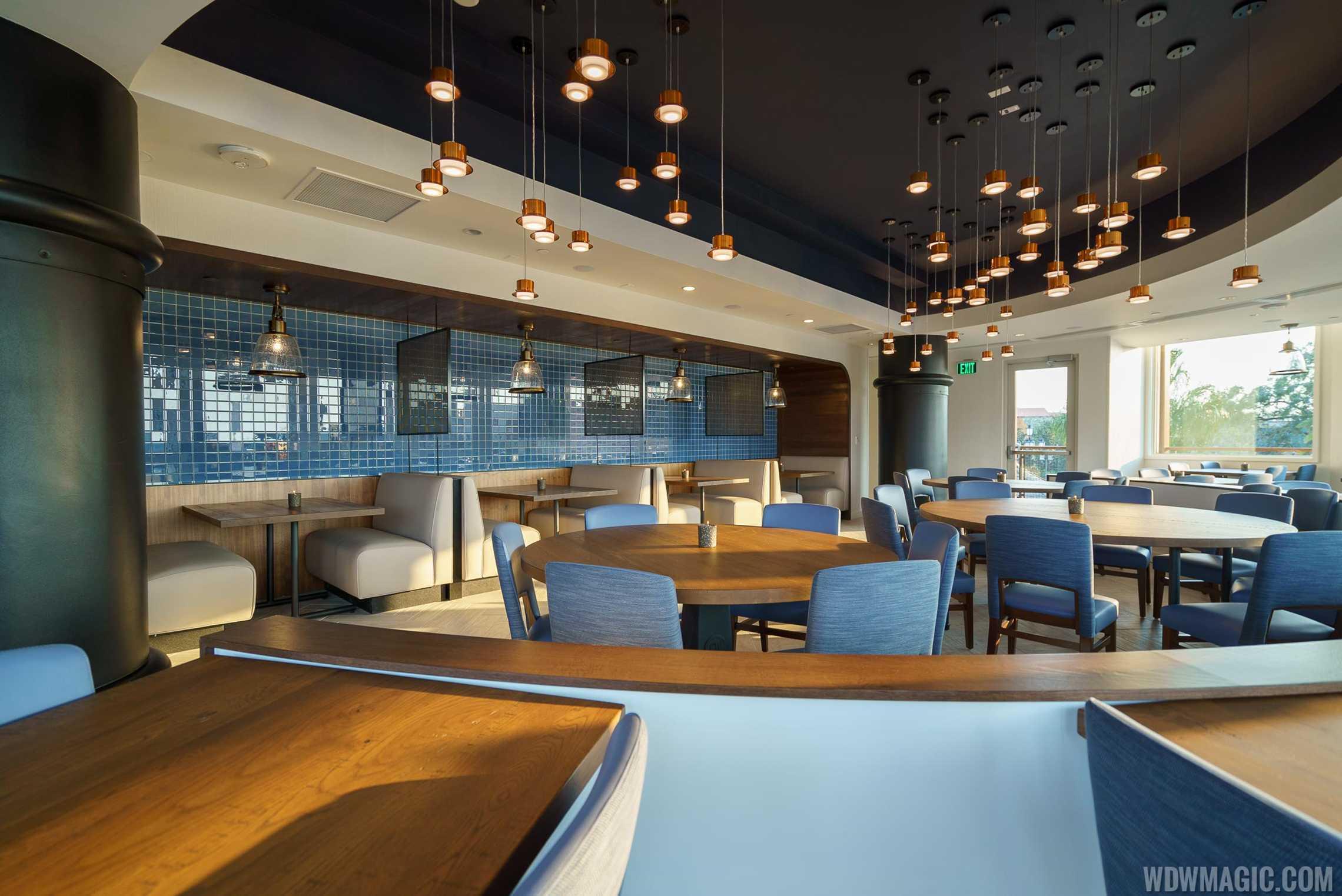 Paddlefish - Mid-deck bow dining room
