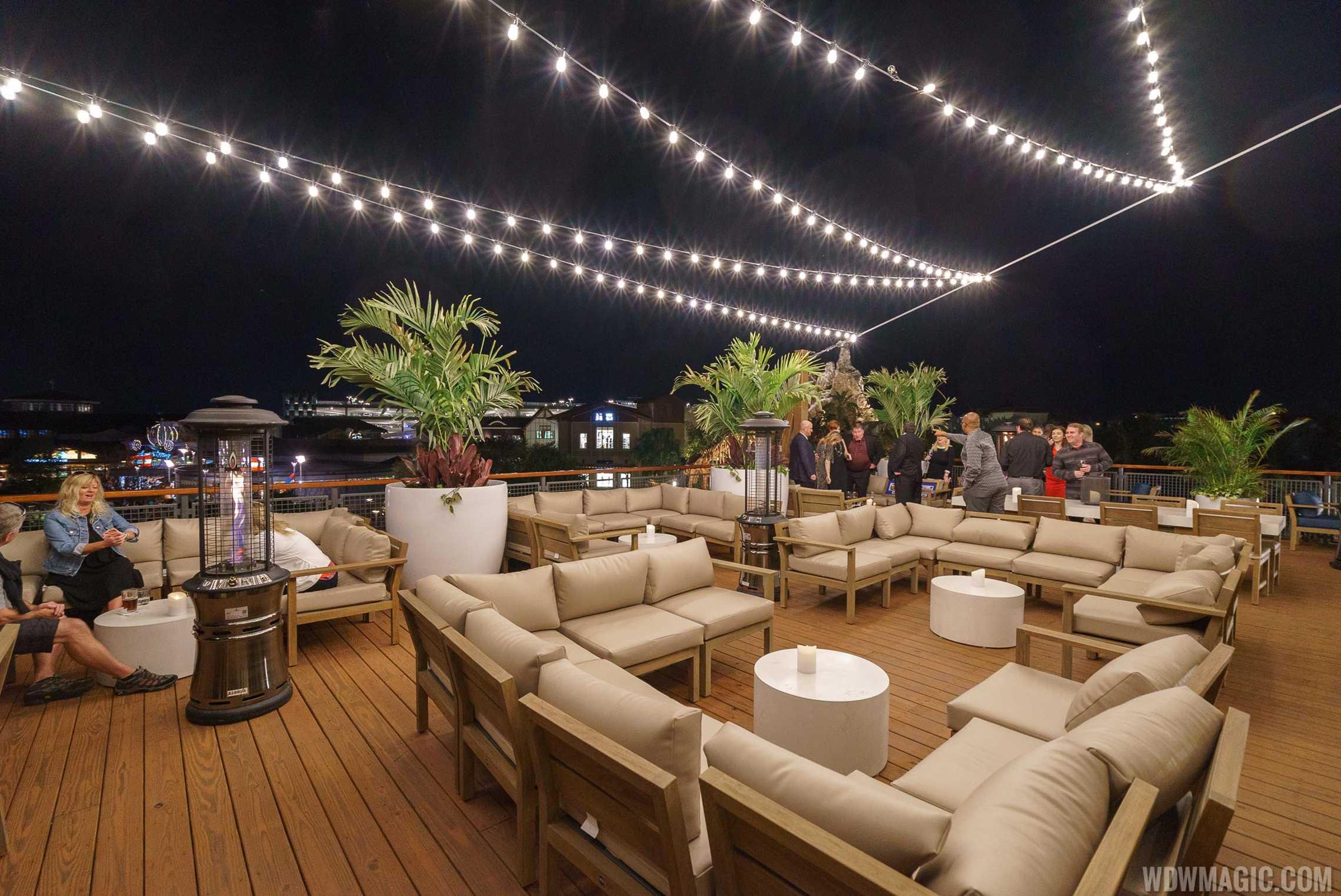 Paddlefish - Top deck lounge area