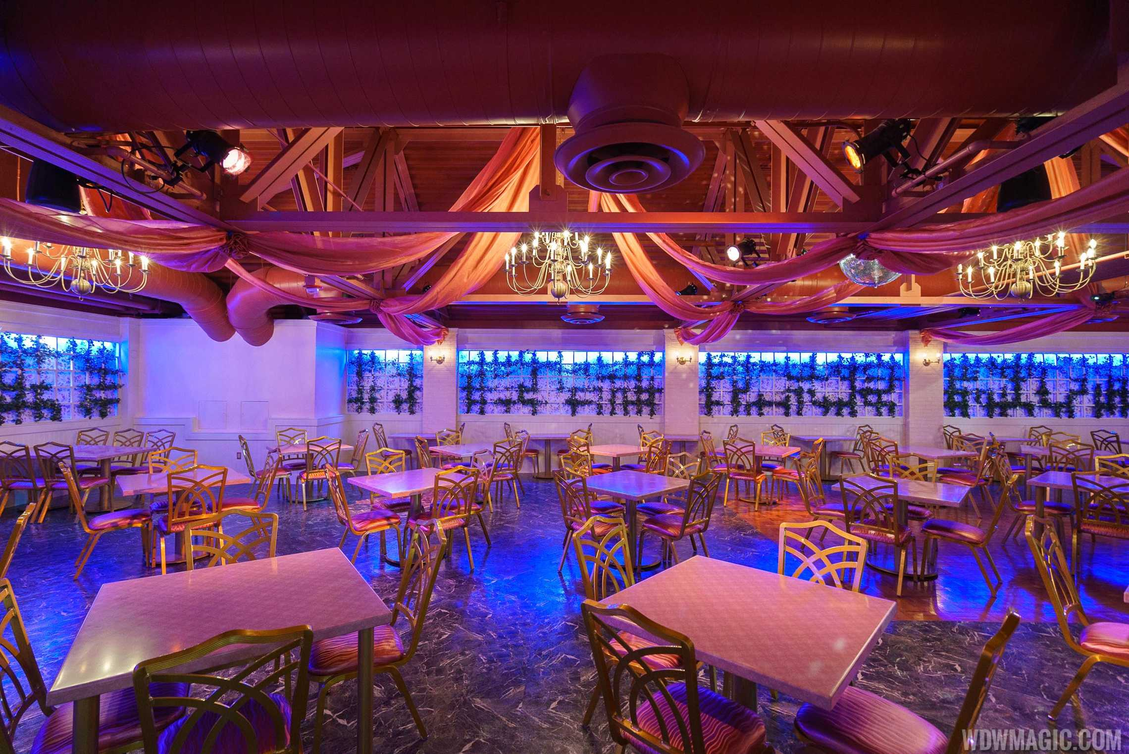 Inside PizzeRizzo - Inside the banquet hall