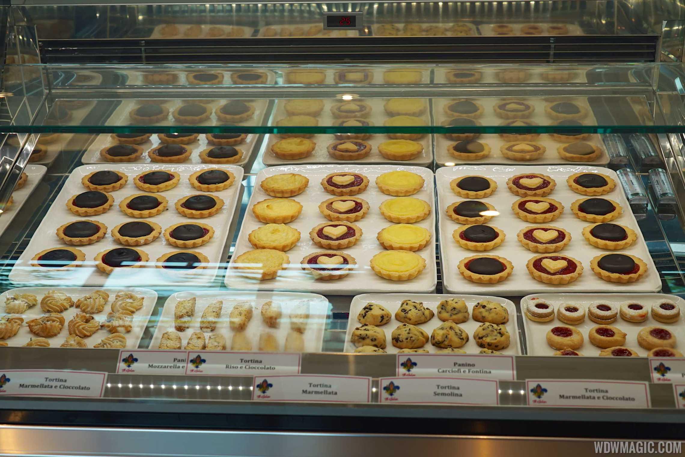 Vivoli Gelateria - Baked goods display