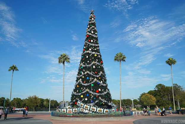 Disney's Hollywood Studios holiday decorations 2014