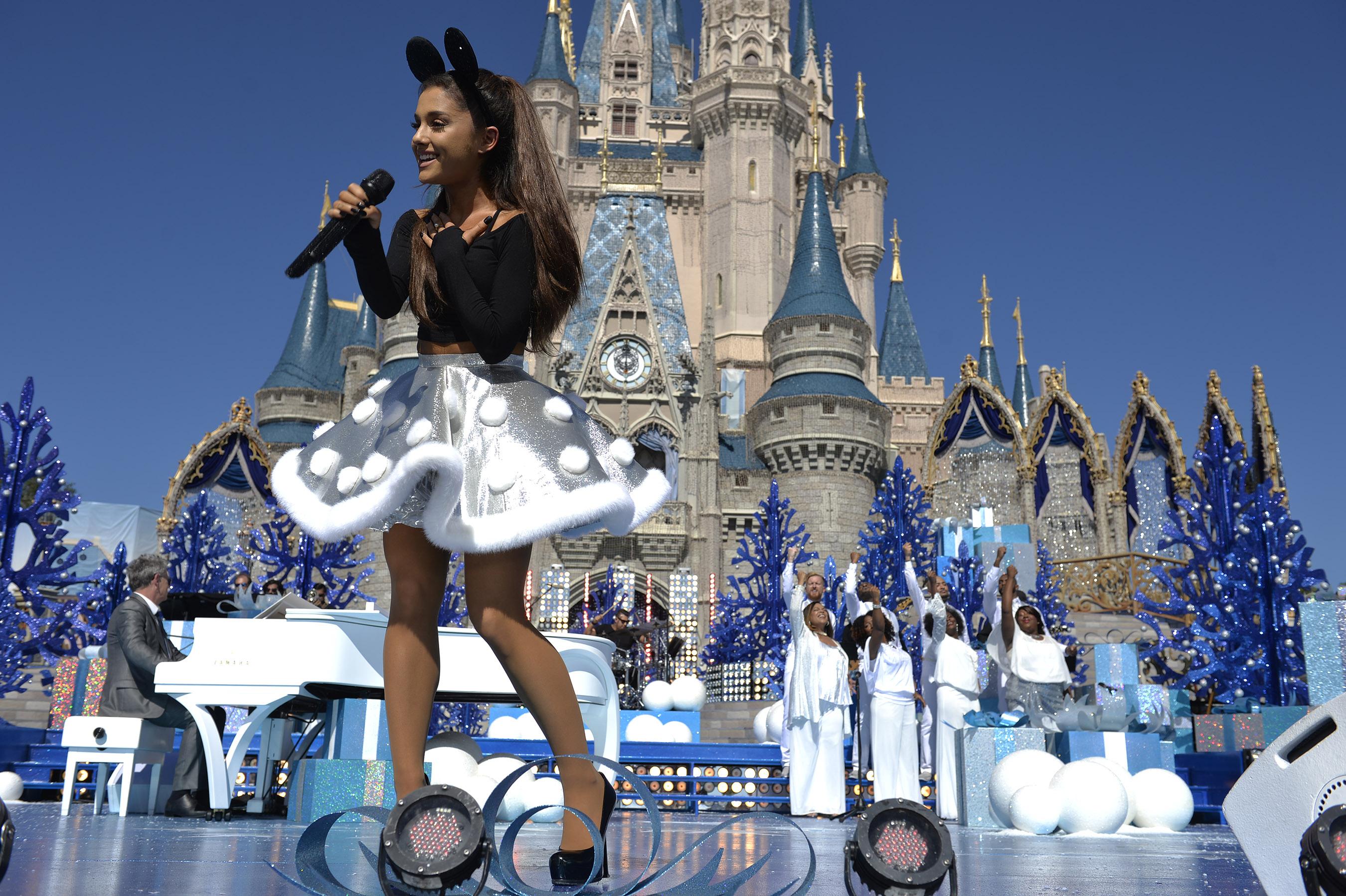 PHOTOS - ABC Disney Parks Unforgettable Christmas Celebration ...