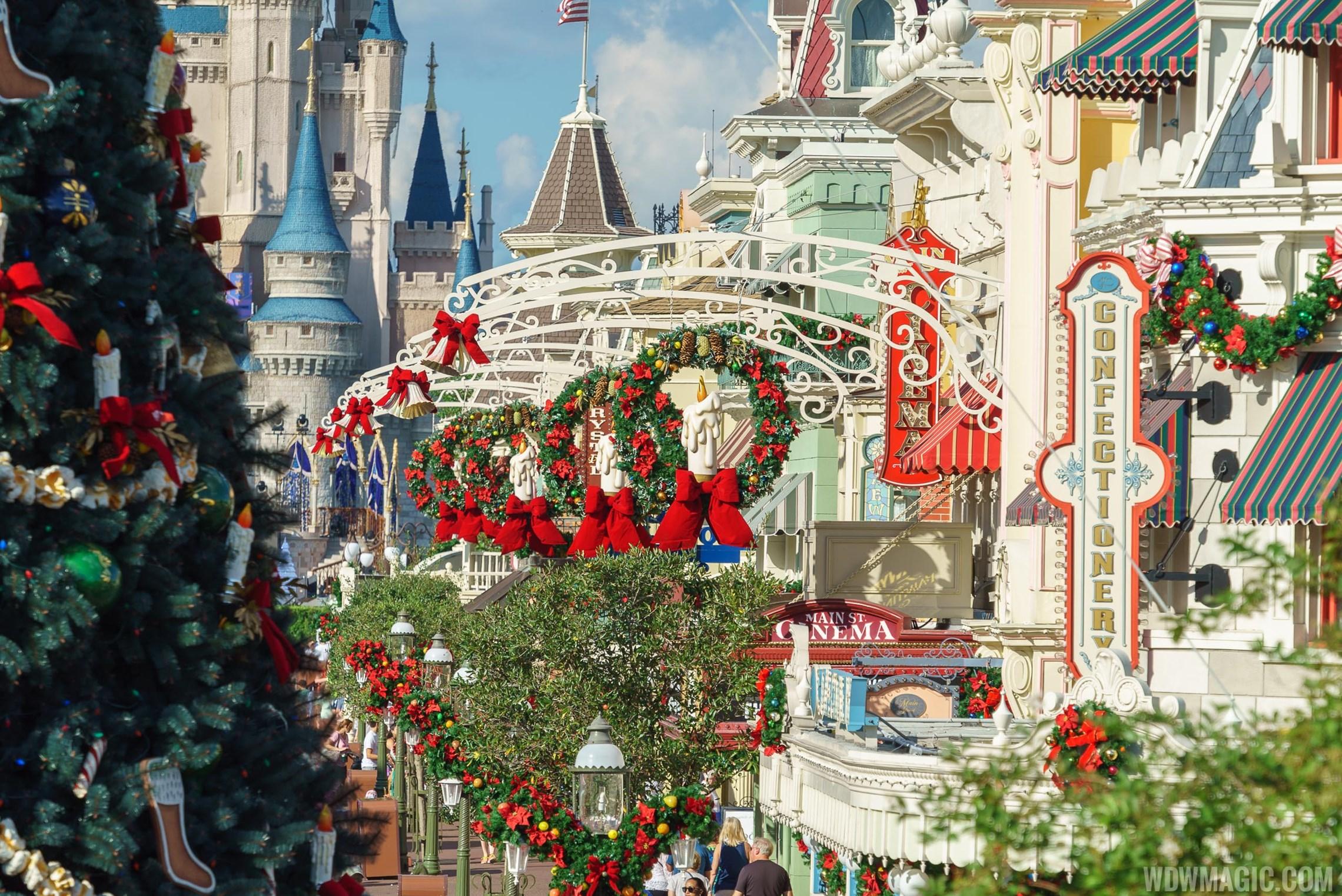 Christmas Holidays decorations at the Magic Kingdom 2017