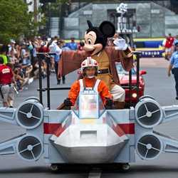 2013 Star Wars Weekends - Weekend 1 Legends of the Force motorcade celebrities