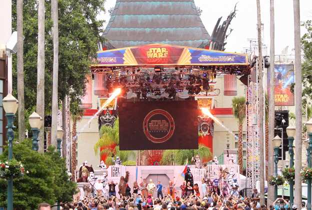 2015 Star Wars Weekends - Weekend 5 Legends of the Force motorcade celebrities