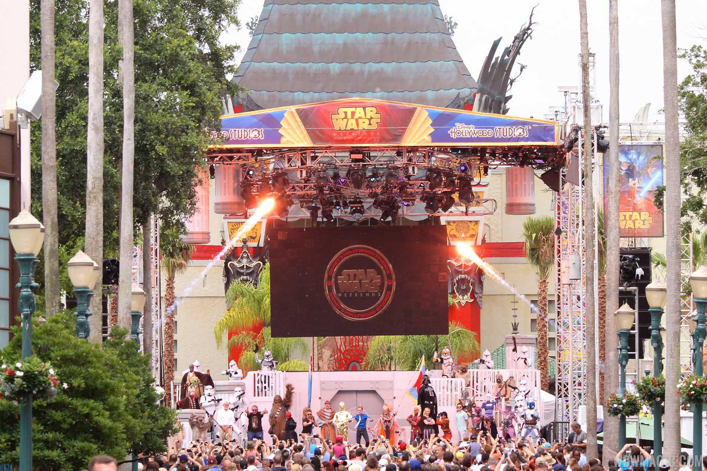 2015 Star Wars Weekends - Weekend 5 Legends of the Force motorcade celebrities - Celebrity Welcome