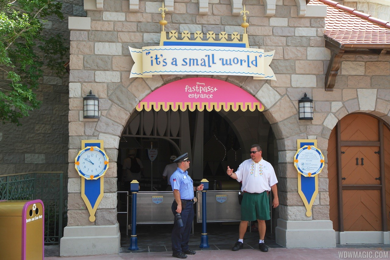 FASTPASS+ signage and kiosk