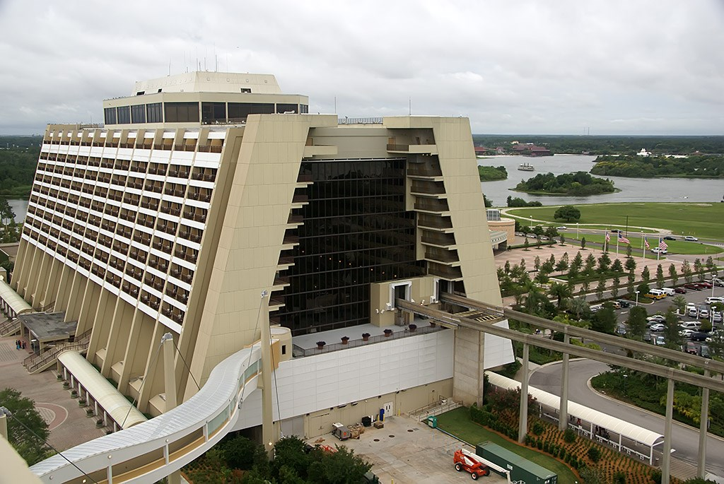 Bay Lake Tower Grand Villa room, pool and Top of the World Lounge pre-opening photos