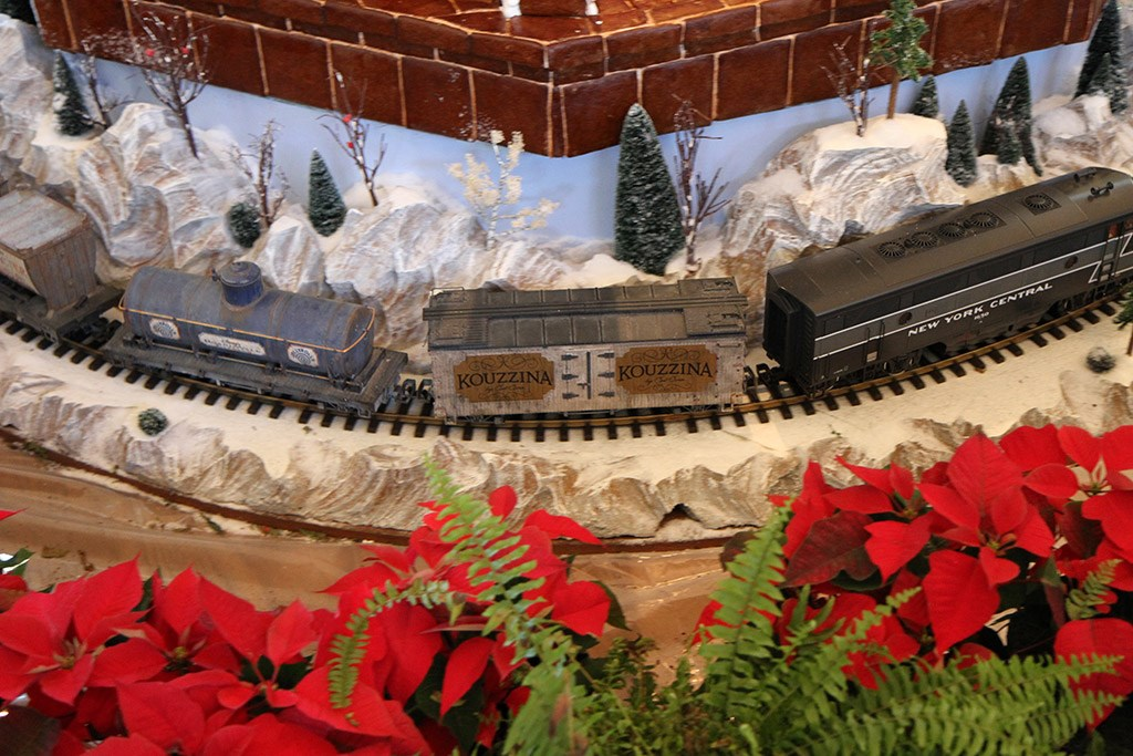 Disney's BoardWalk Inn holiday decorations 2009