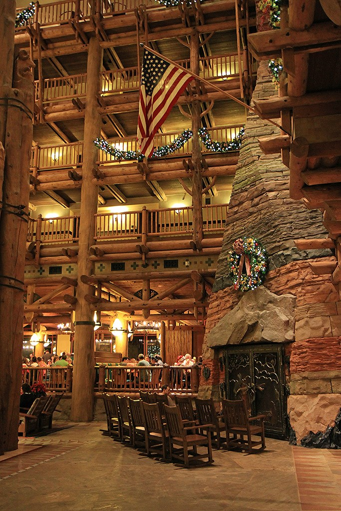 Wilderness Lodge Resort holiday decorations 2009