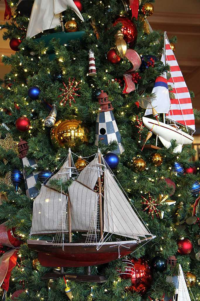 Yacht club resort holiday decorations 2009 photo 9 of 24 for Hotel club decor